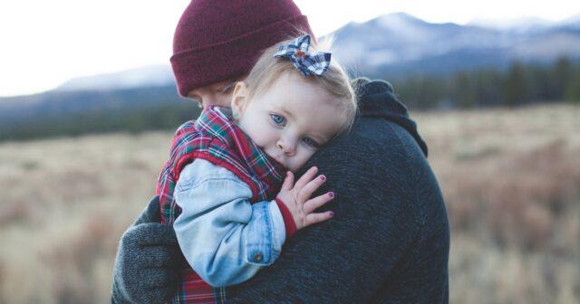 rapporto papà neonato padre bambino ruolo paterno sviluppo bambino consigli